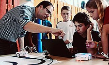 """mint & pepper programming workshop for youngsters at the """"LIFTOFF TO SPACE"""" exhibition at Innovationspark Zurich"""